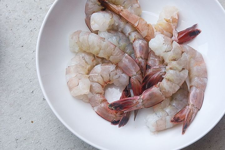 raw shrimp in a bowl